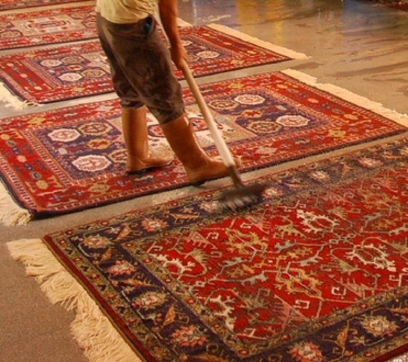 IL LAVAGGIO DEL TAPPETO  Quando le fibre del vello del tappeto sono attaccate l�
